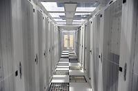 - Ferrera Erbognone (Pavia) il Green Data Center, impianto per la raccolta e la gestione di tutti i dati informatici dell'ENI; sala dei server<br /> <br /> - Ferrera Erbognone (Pavia), the Green Data Center, facility for the collection and management of all ENI computer data; the server room