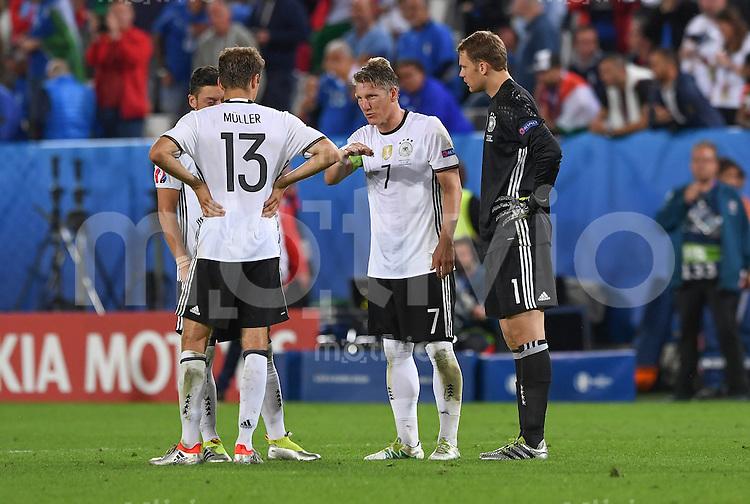 FUSSBALL EURO 2016 VIERTELFINALE IN BORDEAUX Deutschland - Italien      02.07.2016 Thomas Mueller, Bastian Schweinsteiger  und Torwart Manuel Neuer (v.l., alle Deutschland)