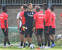 Torwart Kevin Trapp (Eintracht Frankfurt) mit Jetro Willems (Eintracht Frankfurt) - 05.09.2018: Eintracht Frankfurt Training, Commerzbank Arena, DISCLAIMER: DFL regulations prohibit any use of photographs as image sequences and/or quasi-video.