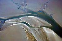 Priele und Sandbaenke der Nordsee: EUROPA, DEUTSCHLAND, SCHLESWIG- HOLSTEIN, (GERMANY), 20.06.2005: Priele und Sandbaenke der Nordsee bei Ebbe im Wattenmeer nahe der Hallig Hooge