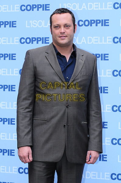 "VINCE VAUGHN.Photocall for ""Couples Retreat"", Hassler Hotel, Rome, Italy..October 28th, 2009.half length grey gray suit jacket blue shirt .CAP/CAV.©Luca Cavallari/Capital Pictures."