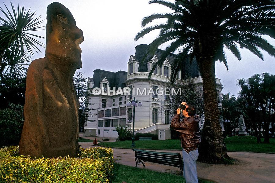 Escultura da ilha de Páscoa em Vinã del Mar. Chile. 1999. Foto de Rogério Reis.