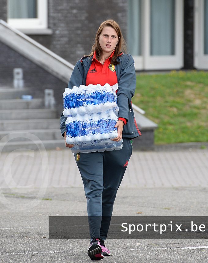 20170725 - TILBURG , NETHERLANDS :  Belgian Heleen Jaques pictured going back to Belgium as the Belgian national women's soccer team Red Flames was not able to qualify for the quarter finals after a loss against The Netherlands , on Tuesday 25 July 2017 in Tilburg . The Red Flames finished on 3 th place in Group A at the Women's European Championship 2017 in the Netherlands. PHOTO SPORTPIX.BE | DAVID CATRY