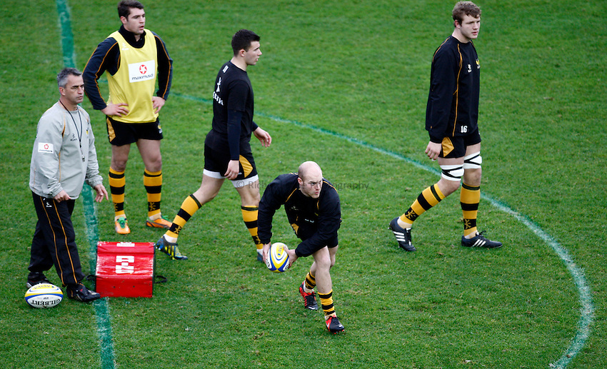Photo: Richard Lane/Richard Lane Photography. London Welsh v London Wasps. 29/12/2012. Wasps' coach, Shane Howarth oversees  Joe Simpson during warm up.