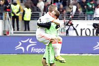 Bastian Schweinsteiger und Manuel Neuer (Bayern) bejubeln die Meisterschaft