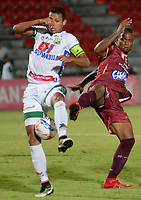 IBAGUÉ - COLOMBIA, 11-08-2017: Erik Correa (Der) jugador de Deportes Tolima disputa el balón con Andres Ricaute (Izq) jugador del Atlético Huila durante partido por la fecha 7 de la Liga Águila II 2017 jugado en el estadio Manuel Murillo Toro de la ciudad de Ibagué. / Erik Correa (R) player of  Deportes Tolima vies for the ball with Andres Ricaute (L) player of Atletico Huila during match for date 7 of the Aguila League II 2017 played at Manuel Murillo Toro stadium in Ibague city. Photo: VizzorImage / Juan Carlos Escobar / Cont