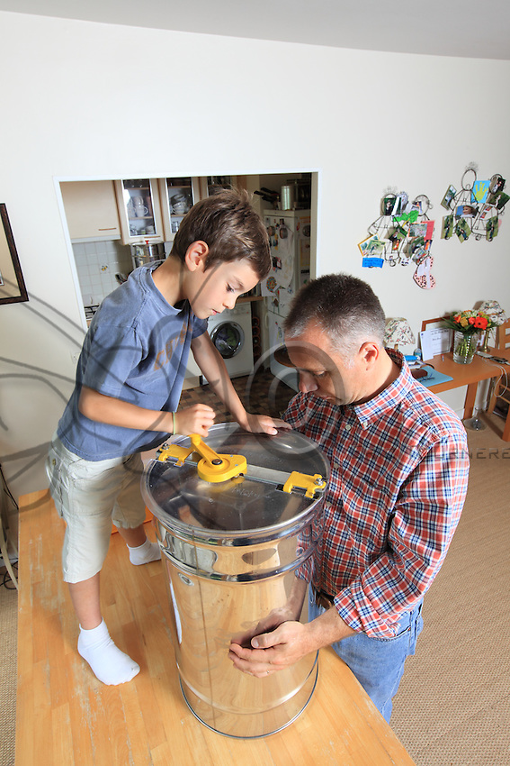 Extrating honey in a apartment