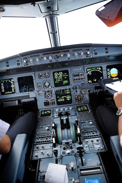 copyright : magali corouge / Documentography.10/06/09.Me?tier : Pilote..Le cockpit.