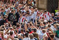 England arrives at the ground<br /> <br /> Photographer Bob Bradford/CameraSport<br /> <br /> Quilter Internationals - England v Ireland - Saturday August 24th 2019 - Twickenham Stadium - London<br /> <br /> World Copyright © 2019 CameraSport. All rights reserved. 43 Linden Ave. Countesthorpe. Leicester. England. LE8 5PG - Tel: +44 (0) 116 277 4147 - admin@camerasport.com - www.camerasport.com