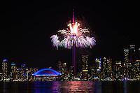 TORONTO, CANADÁ, 26.07.2015 - PAN-ENCERRAMENTO - Vista da Torre CN, principal ponto turístico da cidade durante cerimonia de encerramento dos jogos Pan-americanos  em Toronto na noite de ontem domingo, 26.  (Foto: Daniel Cardenas/Brazil Photo Press)