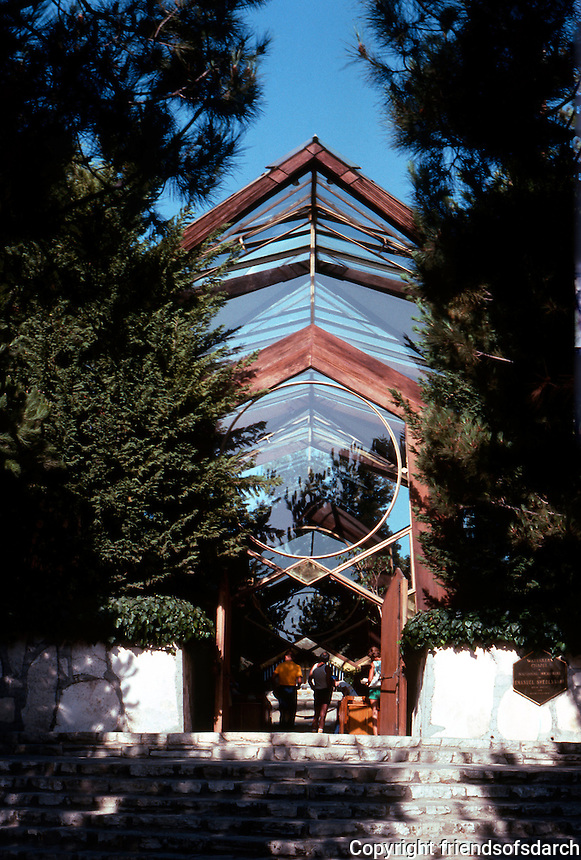 Lloyd Wright: Wayfarer's Chapel, 1946-1971.  Photo '82.