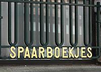 Nederland - Leeuwarden - april 2018. Raam van de voormalige Friesland Bank. Spaarboekjes.  Foto Berlinda van Dam / Hollandse Hoogte