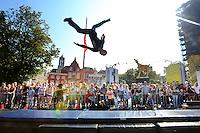 20160925 - Utrecht - Foto: Ramon Mangold/ NFF - Het publiek keek ademloos toe tijdens de demonstraties van het 'Willem de Beuker-Stuntteam' op de Neude.