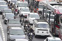 SÃO PAULO, SP, 05.05.2015 - TRÂNSITO-SP - O motorista enfrenta trânsito intenso na Marginal Pinheiros sentido Cebolão na região oeste da cidade de São Paulo na tarde dessa terça-feira, 05. ( Foto: Kevin David / Brazil Photo Press )