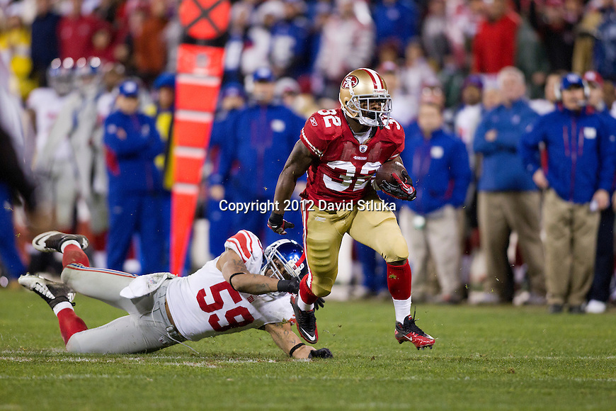 San Francisco 49ers running back Kendall Hunter (32) eludes New York Giants linebacker Michael Boley (59) during an NFC Championship NFL football game on January 22, 2012 in San Francisco, California. The Giants won 20-17 in overtime. (AP Photo/David Stluka)