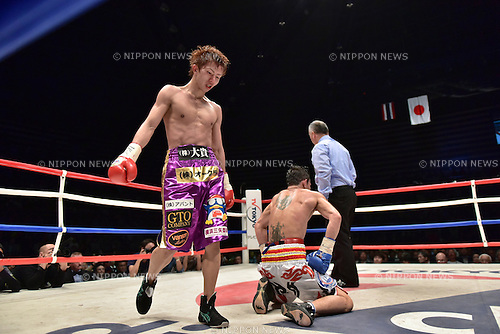 (L-R) Ryoichi Taguchi (JPN), Kwanthai Sithmorseng (THA),<br /> MAY 6, 2015 - Boxing :<br /> Ryoichi Taguchi of Japan knocks down Kwanthai Sithmorseng of Thailand in the sixth round during the WBA light flyweight title bout at Ota-City General Gymnasium in Tokyo, Japan. (Photo by Hiroaki Yamaguchi/AFLO)