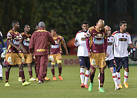 IBAGUÉ -COLOMBIA, 27-05-2015. Jugadores del Tolima y Medellin abandonan el campo de juego al final del partido de ida de semifinal entre Deportes Tolima e Independiente Medellín de la Liga Águila I 2015 jugado en el estadio Metropolitano de Techo en Bogotá./ Players of Tolima and Medellin leave the field at the end of the semifinal first leg match between Deportes Tolima and Independiente Medellin of the Aguila League I 2015 played at Metropolitano de Techo stadium in Bogota city. Photo: VizzorImage/ Gabriel Aponte / Staff