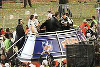 Head Coach Sean Payton (Saints) mit der Vince-Lombardi-Troph&auml;e<br /> Super Bowl XLIV: Indianapolis Colts vs. New Orleans Saints *** Local Caption *** Foto ist honorarpflichtig! zzgl. gesetzl. MwSt. Auf Anfrage in hoeherer Qualitaet/Aufloesung. Belegexemplar an: Marc Schueler, Alte Weinstrasse 1, 61352 Bad Homburg, Tel. +49 (0) 151 11 65 49 88, www.gameday-mediaservices.de. Email: marc.schueler@gameday-mediaservices.de, Bankverbindung: Volksbank Bergstrasse, Kto.: 52137306, BLZ: 50890000