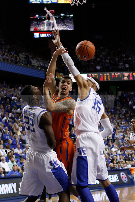 Florida's Scottie Wilbekin gets rid of the ball while being sandwiched between UK's Alex Poythress and Willie Cauley-Stein. in Lexington, Ky., on Sunday, March, 10, 2013. Photo by James Holt | Staff