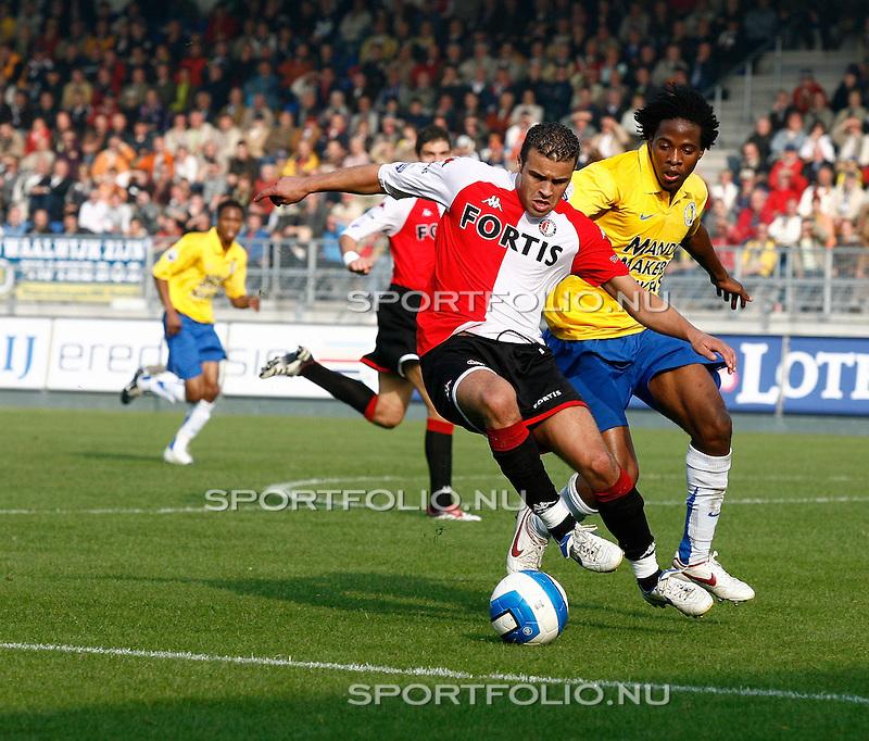 Nederland, Waalwijk, 15 oktober 2006 .Eredivisie .Seizoen 2006-2007 .RKC Waalwijk-Feyenoord (2-2) .Ali Boussaboun (l) van Feyenoord en Milano Koenders van RKC Waalwijk strijden om de bal