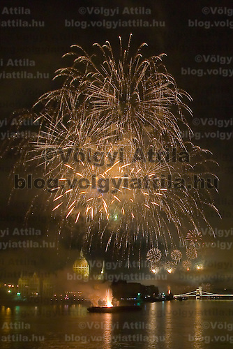 Fireworks of the Hungarian national holiday above the city Budapest, Hungary. Thursday, 20. August 2009. Attila Volgyi