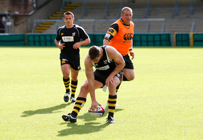 Photo: Richard Lane/Richard Lane Photography. London Wasps v Glasgow Warriors. Pre Season Friendly. 28/08/2010. Wasps' Tom Lindsay during warm down.