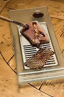 France, Haute-Savoie (74),Massif des Aravis, Manigod: La Maison des Bois de Marc Veyrat au col de la Croix Fry  -  Fera de nos lacs alpins, aromes  de mon enfance, pain brulé, café au lait, chénopodes Bon-Henri recette de Marc Veyrat // France, Haute Savoie, Massif des Aravis, Manigod:  Will our alpine lakes, aromas of my childhood, burnt bread, coffee with milk, goosefoot Bon-Henri reciepe by Marc Veyrat, Restaurant: La Maison des Bois, Col de la Croix Fry, reciep by Marc Veyrat