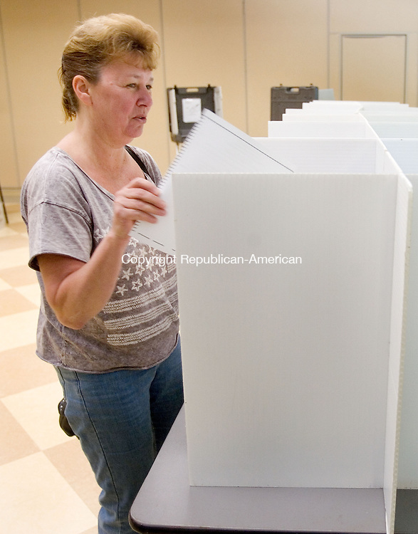 WOODBURY CT. 29 May 2014-052914SV10-Debbie Lindberg of Woodbury votes at the Senior and Community Center in Woodbury Thursday. Voters were deciding the fate of a $9.8 million municipal budget at a referendum.<br /> Steven Valenti Republican-American