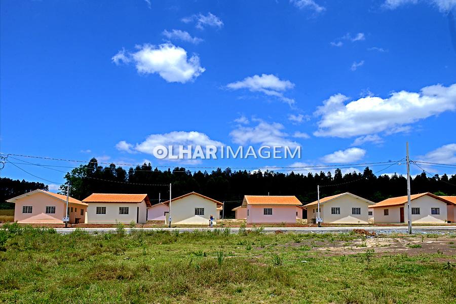 Casas de conjunto habitacional em Prudentopolis. Parana. 2014. Foto de Olga Leiria.