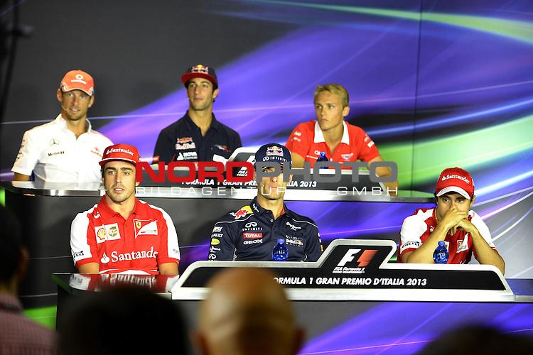 05.-08.09.2011, Autodromo Nationale, Monza, ITA, F1, Grosser Preis von Italien, Monza, im Bild  Jenson Button (GBR),  McLaren F1 Team  - Fernando Alonso (ESP),  Scuderia Ferrari - Daniel Ricciardo (AUS) Scuderia Toro Rosso - Mark Webber (AUS), Red Bull Racing - Max Chilton (GBR), Marussia F1 Team - Felipe Massa (BRA), Scuderia Ferrari <br />  Foto &copy; nph / Mathis