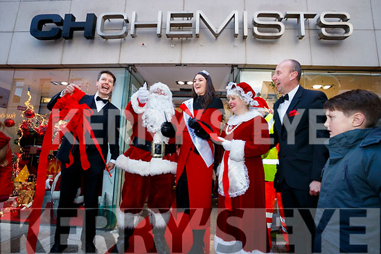 Santa and Mrs Claus with Jennifer Byrne, Rose of Tralee <br />  Peter Harty and Kevin Riordan opening Santaland at CH Chemist in Tralee on Saturday afternoon last.