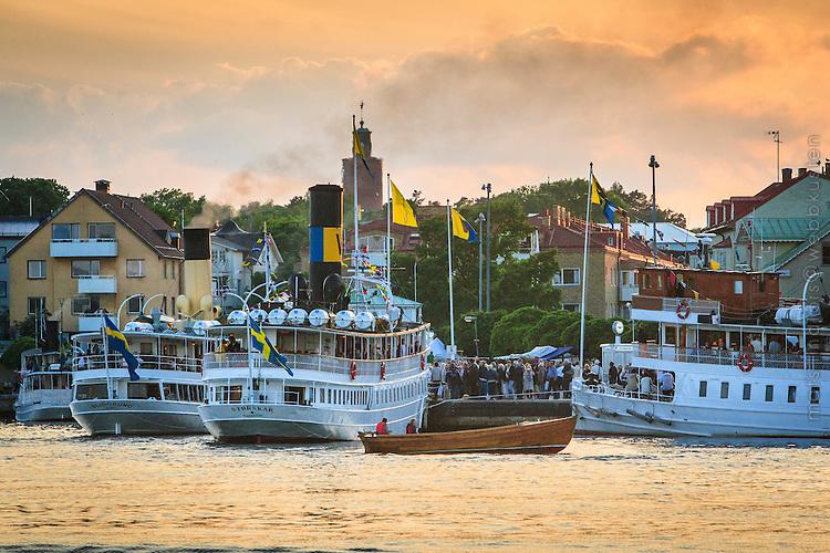 Ångbåtar vid kajen i Vaxholm på skärdsbåtens dag