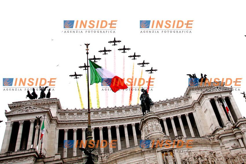 Frecce tricolori sull'Altare della Patria<br /> Roma 17-03-2015 Altare della Patria. Deposizione di una corona di fiori per la festa dell'Unita' Nazionale.<br /> Photo Samantha Zucchi Insidefoto