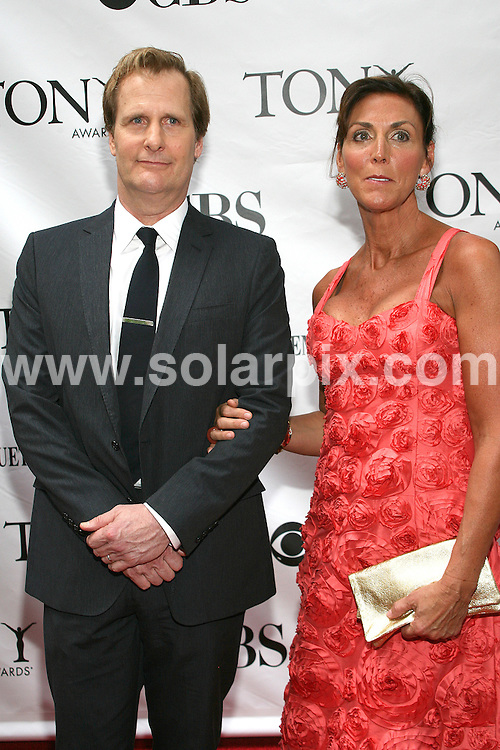 **ALL ROUND PICTURES FROM SOLARPIX.COM**.**SYNDICATION RIGHTS FOR UK, AUSTRALIA, DENMARK, PORTUGAL, S. AFRICA, SPAIN & DUBAI (U.A.E) ONLY**.arrivals for the 63rd Annual Tony Awards. Held at  Radio City Music Hall, New York City, NY, USA. 7 June 2009..This pic: Jeff Daniels..JOB REF: 9175 PHZ (Gaboury)   DATE: 07_06_2009.**MUST CREDIT SOLARPIX.COM OR DOUBLE FEE WILL BE CHARGED**.**ONLINE USAGE FEE GBP 50.00 PER PICTURE - NOTIFICATION OF USAGE TO PHOTO @ SOLARPIX.COM**.**CALL SOLARPIX : +34 952 811 768 or LOW RATE FROM UK 0844 617 7637**