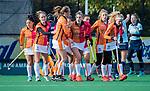 Laren -Valerie Magis (OR) heeft de stand op 0-1 gebracht tijdens de Livera hoofdklasse  hockeywedstrijd dames, Laren-Oranje Rood (1-3).  links Donja Zwinkels (OR)   COPYRIGHT KOEN SUYK