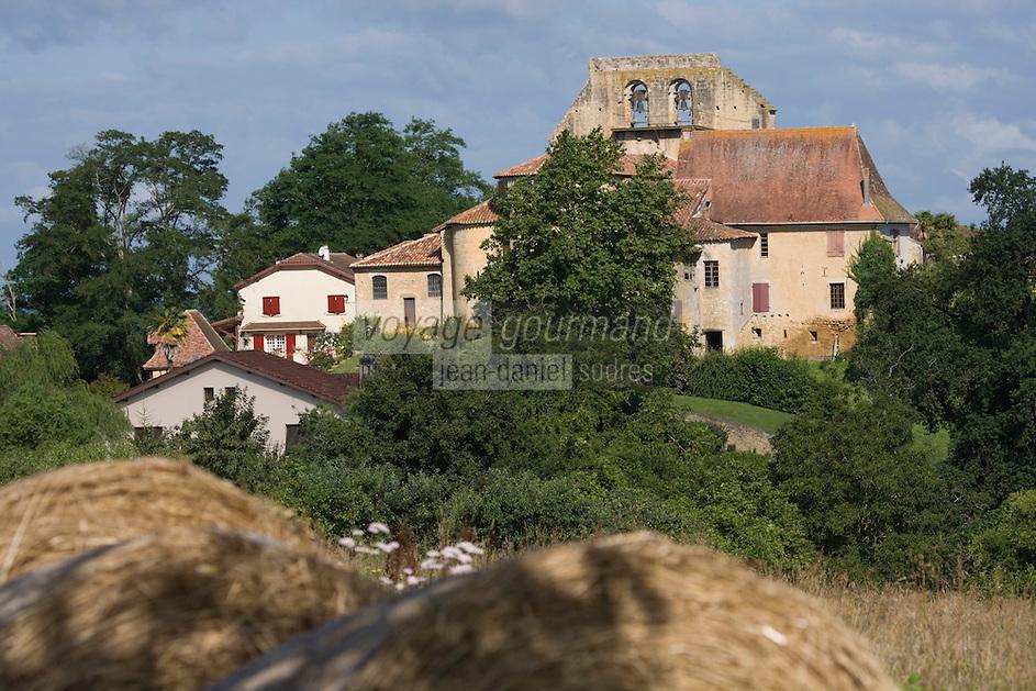 Europe/France/Aquitaine/40/Landes/Pimbo:  le village et son église Saint-Barthélemy, ancienne collégiale