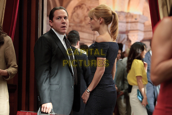 JON FAVREAU & GWYNETH PALTROW.in Iron Man 2 .*Filmstill - Editorial Use Only*.CAP/FB.Supplied by Capital Pictures.
