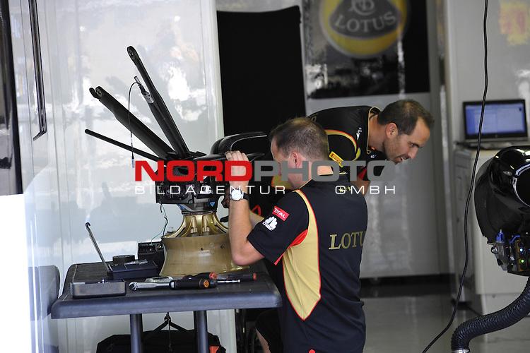 05.-08.09.2011, Autodromo Nationale, Monza, ITA, F1, Grosser Preis von Italien, Monza, im Bild  Lotus Renault F1 Team   <br />  Foto &not;&copy; nph / Mathis