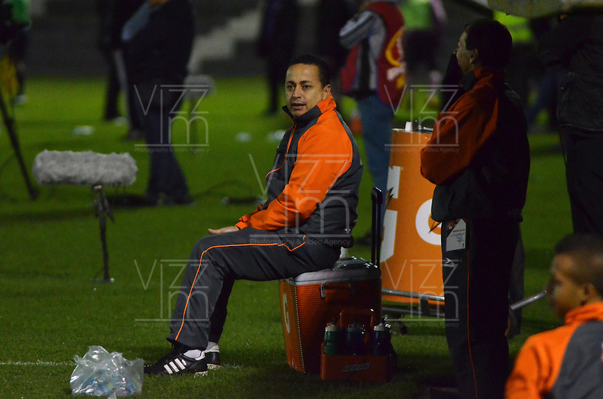 TUNJA -COLOMBIA-26-ABRIL-2016.Juan Sánchez director téncico  del  Envigado FC  durante partido contra Boyaca Chicó por la fecha 15 de Liga Águila I 2016 jugado en el estadio La Independencia./ Juan Sánchez  coach of  Envigado FC during the match against Boyaca Chico for the date 15 of the Aguila League I 2016 played at La Independencia stadium in Tunja. Photo: VizzorImage / César Melgarejo  / Contribuidor