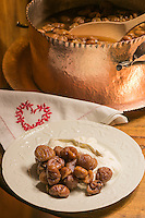 Italie, Val d'Aoste,Courmayeur:  Châtaignes chaudes avec crème fouettée, fiocca en patois valdôtain, dessert        - Auberge de la Maison, Via Passerin d'Entrèves  // Italy, Aosta Valley, Courmayeur: Hot chestnuts with whipped cream, Fiocca in Valle d'Aosta patois, dessert - Auberge de la Maison, Via Passerin d'Entrèves