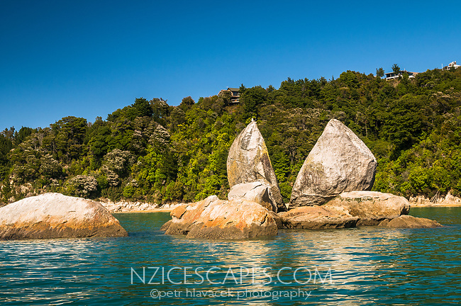 Split Apple Rock near Marahau, Abel Tasman National Park, Nelson Region, New Zealand, NZ