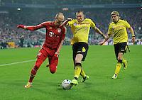 Fussball Bundesliga Saison 2011/2012 13. Spieltag FC Bayern Muenchen - Borussia Dortmund V.l.: Arjen ROBBEN (FCB), Kevin GROSSKREUTZ (BVB), Marcel SCHMELZER (BVB).