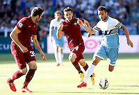 Calcio, Serie A: Lazio vs Roma. Roma, stadio Olimpico, 25 maggio 2015.<br /> Lazio's Felipe Anderson, right, is challenged by Roma's Vasileios Torosidis, left, and Alessandro Florenzi during the Italian Serie A football match between Lazio and Roma at Rome's Olympic stadium, 25 May 2015.<br /> UPDATE IMAGES PRESS/Riccardo De Luca