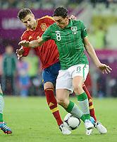 FUSSBALL  EUROPAMEISTERSCHAFT 2012   VORRUNDE Spanien - Irland                     14.06.2012 Gerard Pique (li, Spanien) gegen Keith Andrews (re, Irland)