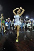 SÃO PAULO, SP, 15 DE JANEIRO DE 2012 - ENSAIO UNIDOS DE VILA MARIA - Musa da Bateria durante ensaio técnico da Escola de Unidos de Vila Maria na praparação para o Carnaval 2012. O ensaio foi realizado na madrugada deste domingo, no Sambódromo do Anhembi, zona norte da cidade. FOTO LEVI BIANCO - NEWS FREE