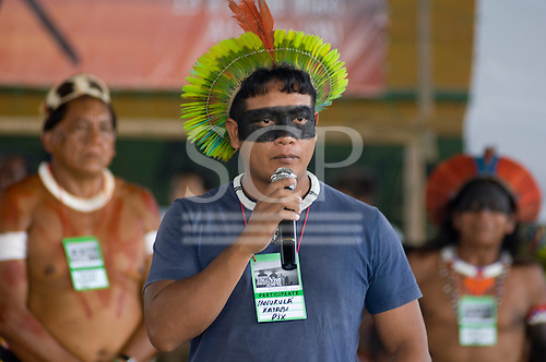 Altamira, Brazil. Encontro Xingu 2008 protest meeting about the proposed Belo Monte hydroeletric dam and other dams on the Xingu river and its tributaries. Ianukula Kaiabi, young leader speaking for his people from the Xingu Park. Largest group.