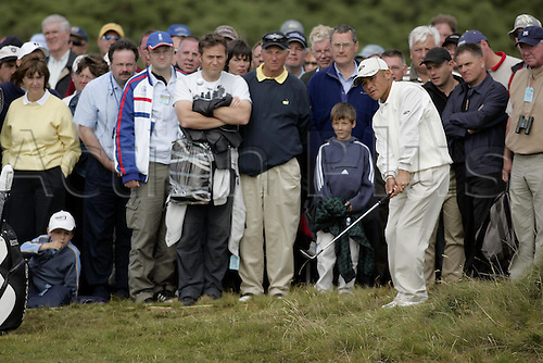 16 July 2004: Japanese golfer Shigeki Maruyama (JPN) chips onto the 12th green during the second round of The Open Championship played at Royal Troon, Scotland. Photo: Glyn Kirk/Action Plus...golf golfer chipping chip crowd 040716.British