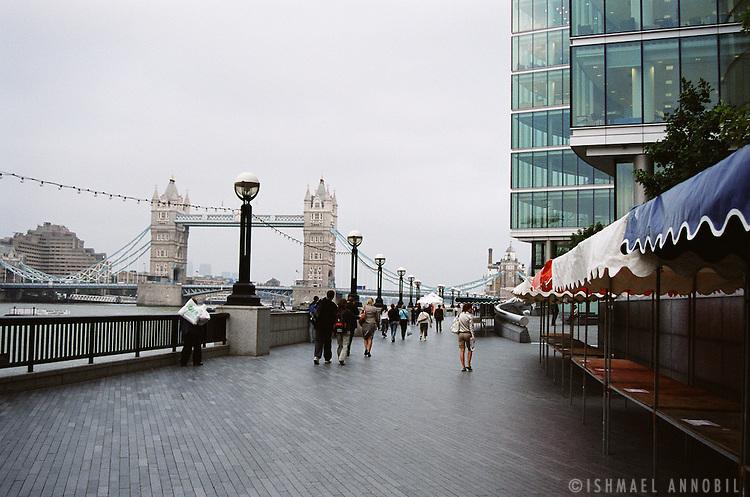 LONDON BRIDGE PROMENADE