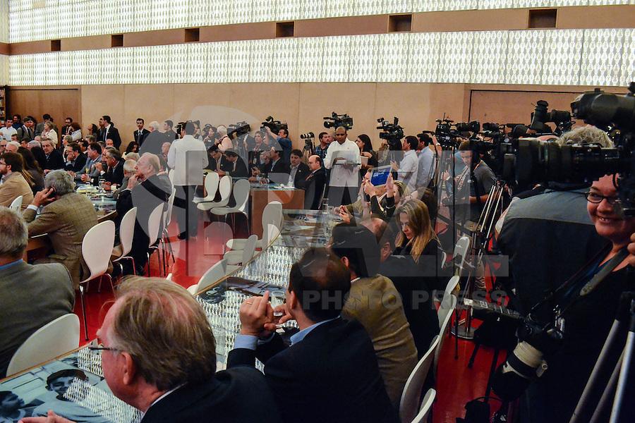 RIO DE JANEIRO, RJ, 11 DE JUNHO 2012 - HUMANIDADE 2012 - O vice-presidente Michel Temer ao lado do prefeito do Rio de Janeiro Eduardo Paes participa da abertura do Humanidade 2012 no primeiro dia da TEDx Rio+20, evento paralelo à Cúpula Rio+20, no Forte de Copacabana, na zona sul do Rio de Janeiro, nesta segunda-feira (11).<br />  (FOTO: MARCELO FONSECA / BRAZIL PHOTO PRESS).