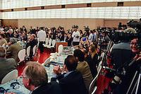 RIO DE JANEIRO, RJ, 11 DE JUNHO 2012 - HUMANIDADE 2012 - O vice-presidente Michel Temer ao lado do prefeito do Rio de Janeiro Eduardo Paes participa da abertura do Humanidade 2012 no primeiro dia da TEDx Rio+20, evento paralelo &agrave; C&uacute;pula Rio+20, no Forte de Copacabana, na zona sul do Rio de Janeiro, nesta segunda-feira (11).<br />  (FOTO: MARCELO FONSECA / BRAZIL PHOTO PRESS).